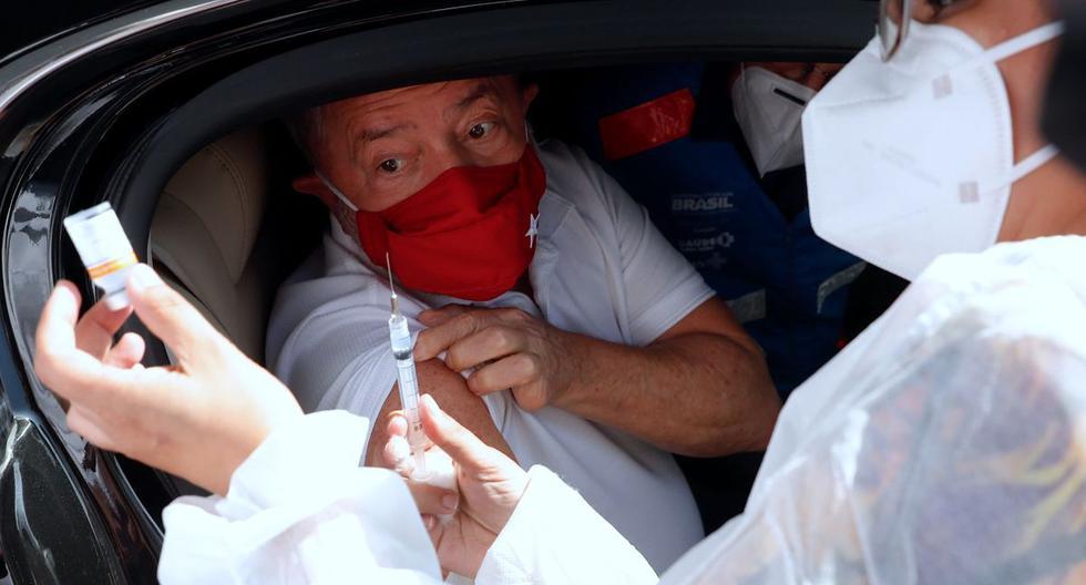 El expresidente Lula da Silva es vacunado contra el COVID-19 en un centro de autoservicio, en la alcaldía de la ciudad de São Bernardo en São Paulo (Brasil). (EFE/Fernando Bizerra).