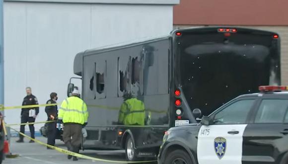 Los pasajeros celebraban los 21 años de una amiga cuando el bus fue atacado la madrugada del martes. (Foto: captura YouTube)