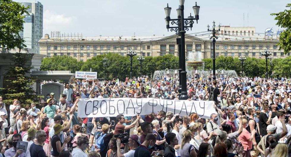 Ciudadanos protestan en apoyo a Serguéi Furgal, el gobernador de la región de Jabárovsk, en el extremo oriental de Rusia. (Aleksandr Yanyshev / AFP).