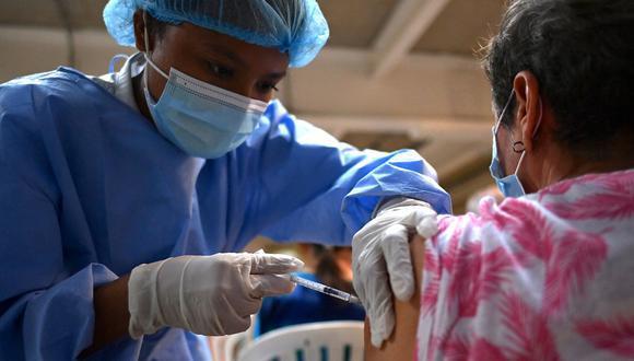 La vacuna AstraZeneca otorga entre el 85% y 90% de efectividad luego de aplicada la segunda dosis. Foto: archivo GEC