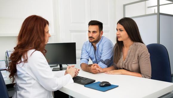 Existen pruebas específicas para hombres y mujeres que indican la cantidad de espermatozoides y óvulos tiene cada uno, respectivamente.