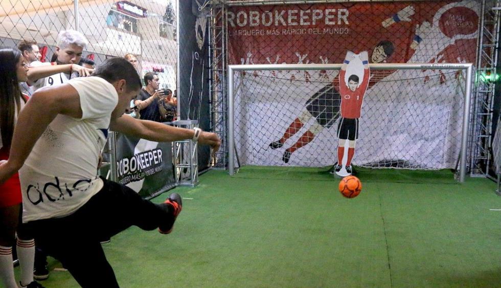 Selección peruana: Aldo Corzo se midió al Robokeeper, el arquero robótico más rápido del mundo