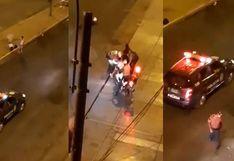 Salió a botar la basura durante toque de queda y la policía lo detuvo