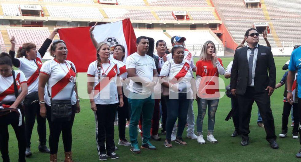 Doña Peta, Thaísa Leal y toda la familia de Paolo Guerrero se encuentran en el Estadio Nacional.