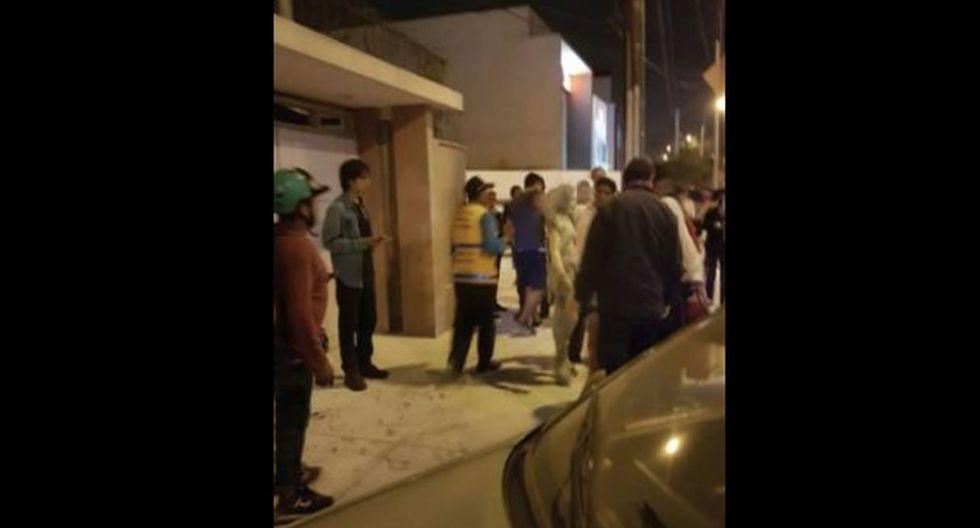 Diez heridos tuvieron que ser bañados con el polvo químico y luego fueron trasladados al Hospital Nacional Arzobispo Loayza. (Foto: Perú21)