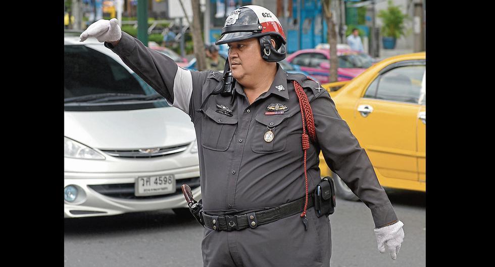 Gorditos de Tailandia se someten a duras rutinas de ejercicios para desaparecer la pancita.