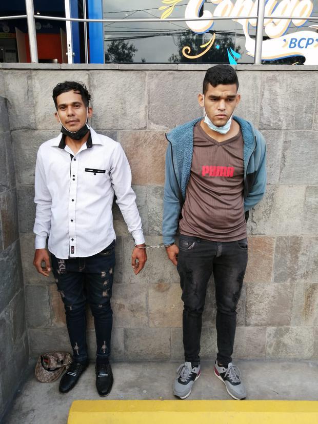 Los venezolanos Raiman Junior Velasco Melean (26) y Eddy Javier Mavo Mata (27), que serían de la banda 'Los chamos informáticos', y se dedicarían a colocar 'regletas' en cajeros automáticos.