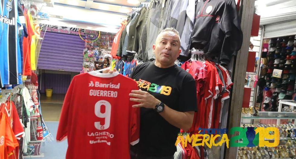 Camista de Paolo Guerrero una de las más populares de Porto Alegre.