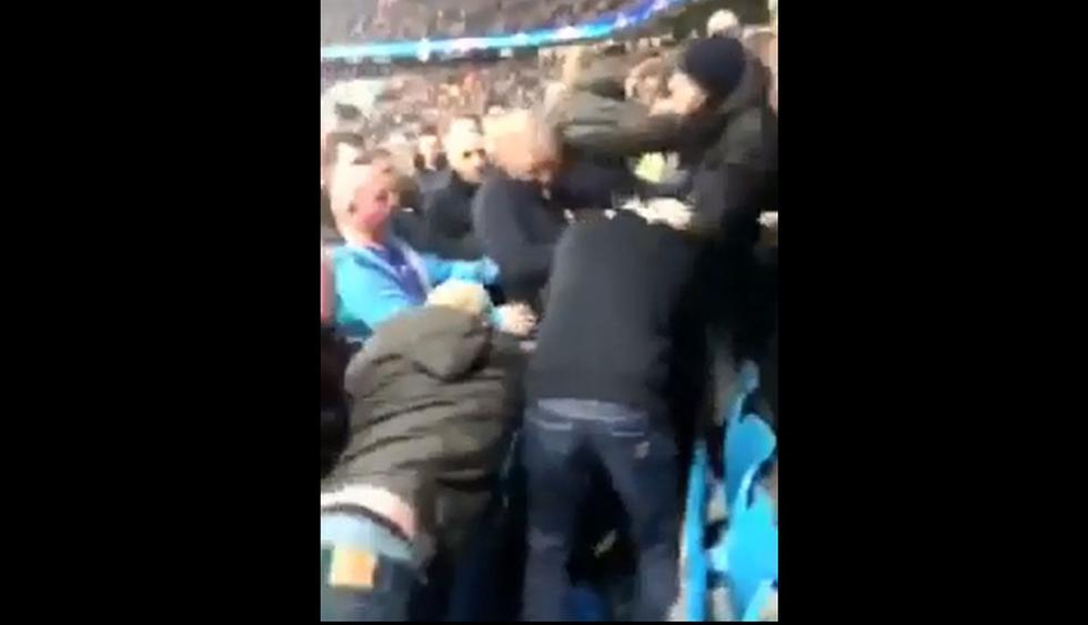 Hincha del Liverpool  fue golpeado por celebrar el pase de su equipo a semis de Champions League. (Capturas: YouTube)