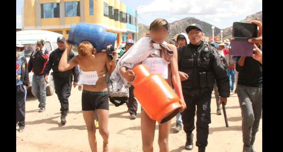 Los pasearon por las calles cargando los balones de gas que, presuntamente, robaron   (GEC)