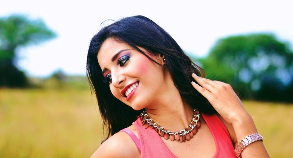 Si quieres lograr un maquillaje perfecto, no olvides aplicarte también bloqueador solar en verano. (Foto: Pixabay)