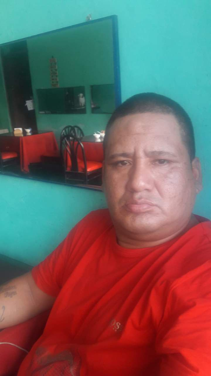 El reciclador Guillermo Matías Chávez Rodríguez (47) quedó gravemente herido al ser atacado con un cuchillo en varias partes del cuerpo y en el cuello por un alférez de la policía, según denunciaron sus hermanos. (foto: Mónica Rochabrum/Trome)