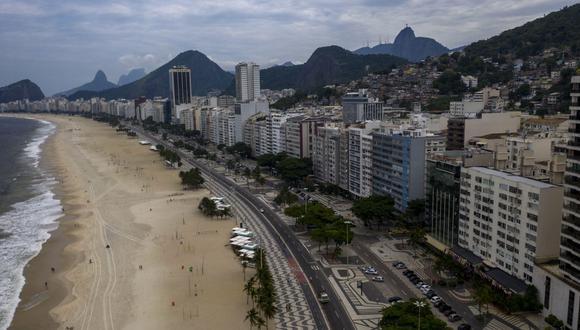 Las autoridades brasileñas anunciaron en los últimos días diversas restricciones para impedir fiestas y aglomeraciones en los eventos de despedida del año, incluyendo el cierre de las playas. (Foto: Mauro PIMENTEL / AFP)