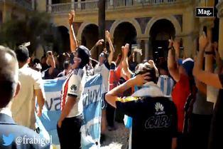 Diego Maradona: Hinchas realizaron cánticos en Casa Rosada