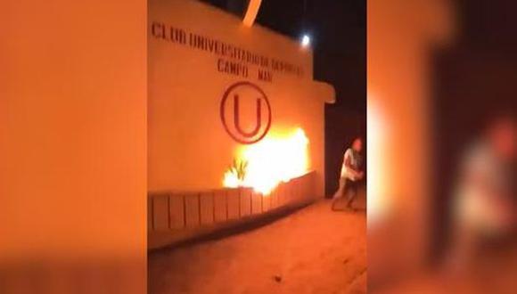 Vándalos quemaron escudo de Universitario de Deportes en Campo Mar. (YouTube)