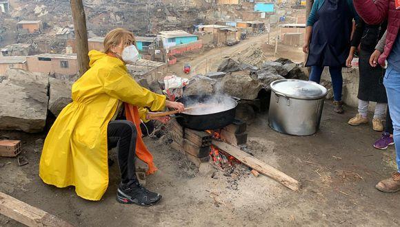 Gisela Valcárcel se animó a prepara saltadito de mollejas.