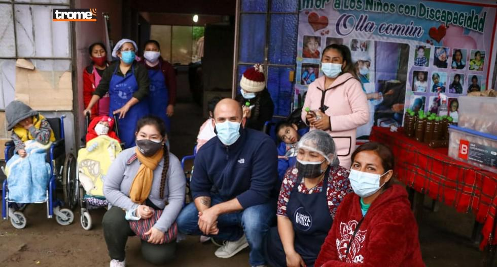 Grupo Laqay Perú, entre los que está el llamado 'Ángel de los desayunos' llevan ayuda a ollas comunes de Comas, Villa El Salvador y Villa María del Triunfo.