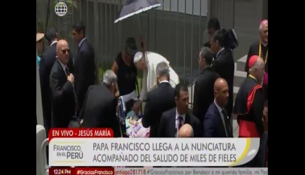 Papa Francisco bendijo a una niña enferma.