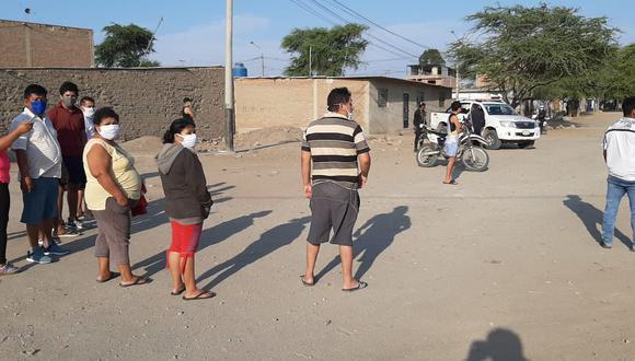 Chiclayo: Reclusos se amotinan en penal de Picsi y familiares viven un drama en los exteriores. (Foto: Sandro Chambergo)