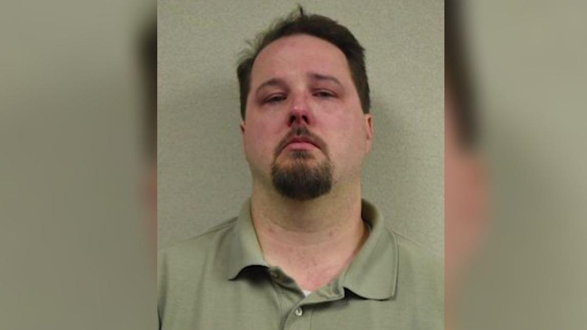 Estados Unidos   pastor de Florida es arrestado por colocar una cámara en  baño de la iglesia   David Nims   nndc   MUNDO   TROME