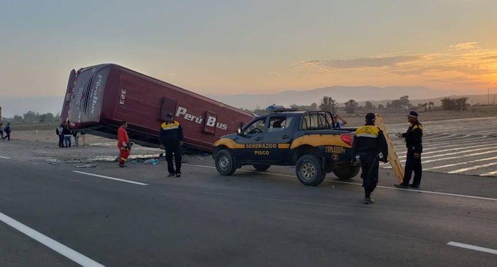 Unidad se despistó a la altura del kilómetro 232 de la Panamericana Sur, a la altura del trébol San Andrés, en Pisco (Fotos: Ica 360)