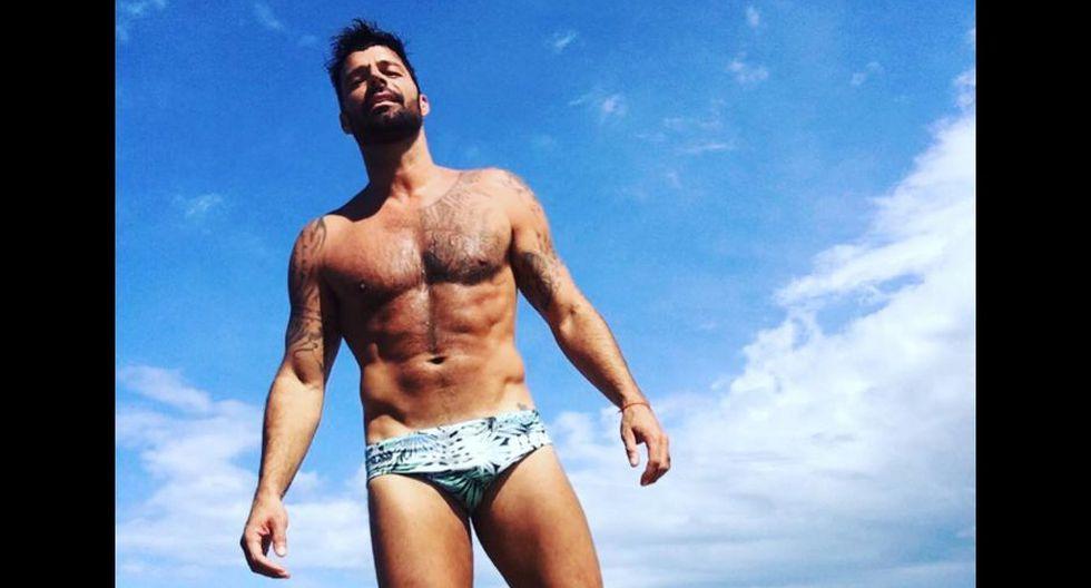 Ricky Martin se muestra desnudo en pleno concierto.