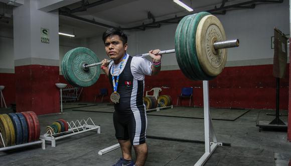 campeón de laventamiento de pesas de talla baja
