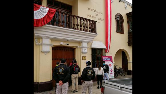 Llegada de representantes del Ministerio Público y de la Policía Nacional hasta la sede principal de la Municipalidad de Pueblo Libre. (Foto: PNP)