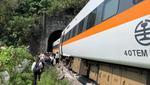 El tren transportaba a unos 350 pasajeros, informó el centro de rescate de Taiwan. (Taiwan'S National Fire Agency / Cortesía)