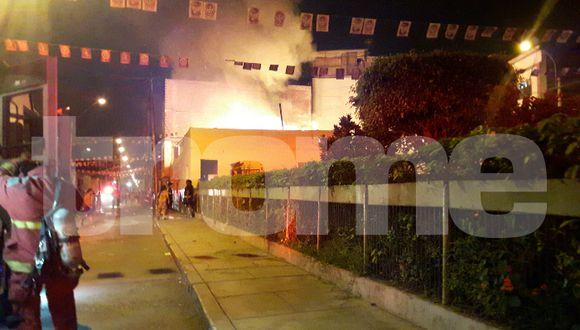 Un cortocircuito habría causado la aparición de las llamas en uno de los predios.