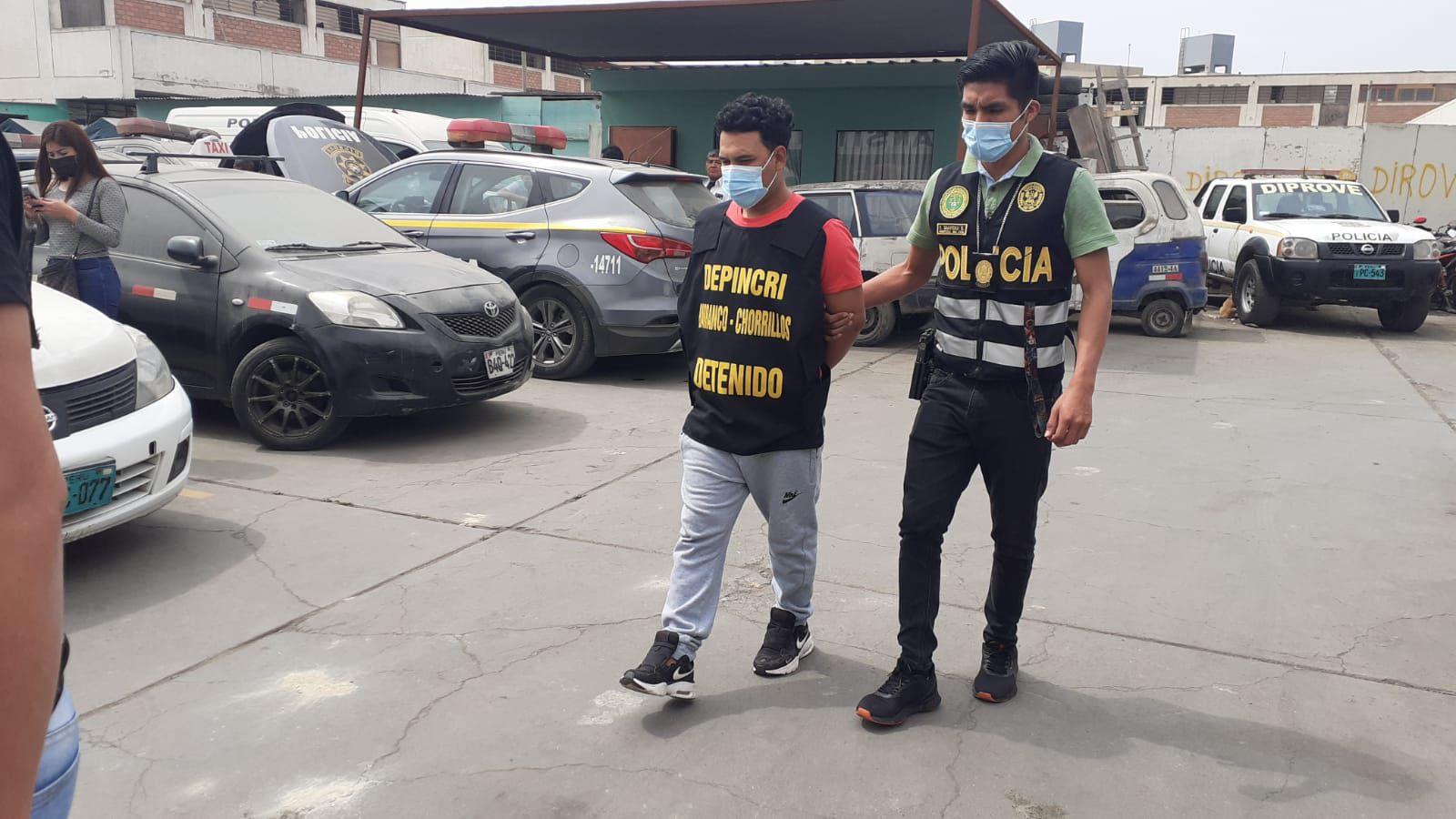 Detectives de Depincri Barranco-Chorrillos atraparon a Rooy Espinal Salazar (37), 'Chato Roy', y sus secuaces Efraín Alberto Gaspar Arotinco (30), 'Vito', y Angel André Cornejo Roca (28), 'Andre'.  (fotos: Trome)