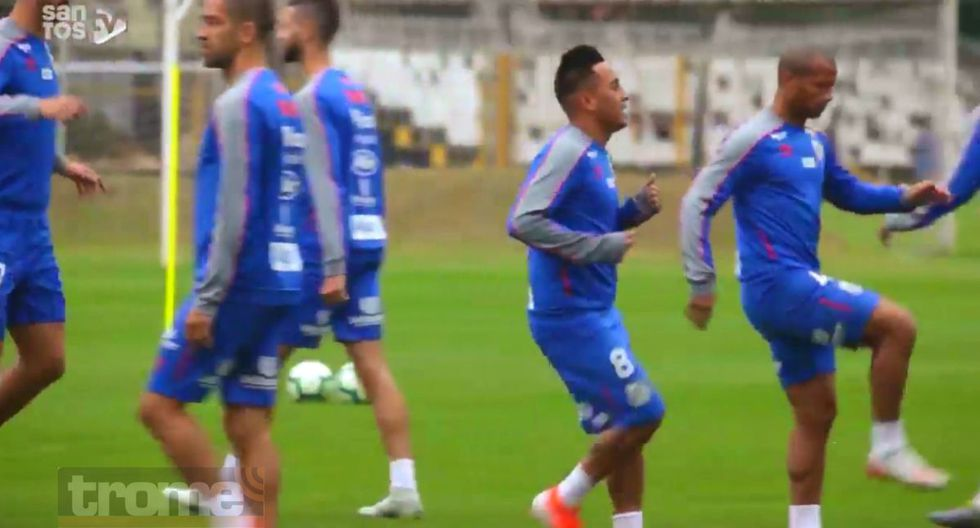 Christian Cueva sudó las vacaciones en su primer día en Santos FC