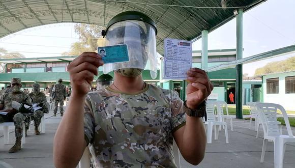 Militares ya fueron vacunados contra el coronavirus en diferentes en todo el país, aseguró la ministra de Defensa.  (Foto: Diresa Piura)