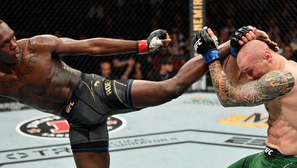 Israel Adesanya y otra dominante presentación en los 84 kgs. del UFC. (Foto: Twitter UFC AUZNZ)