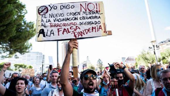 Entre los grupos antimascarilla, que se expanden por diferentes partes del mundo, se incluyen teóricos de la conspiración, libertarios y antivacunas. (Foto: Getty Images)