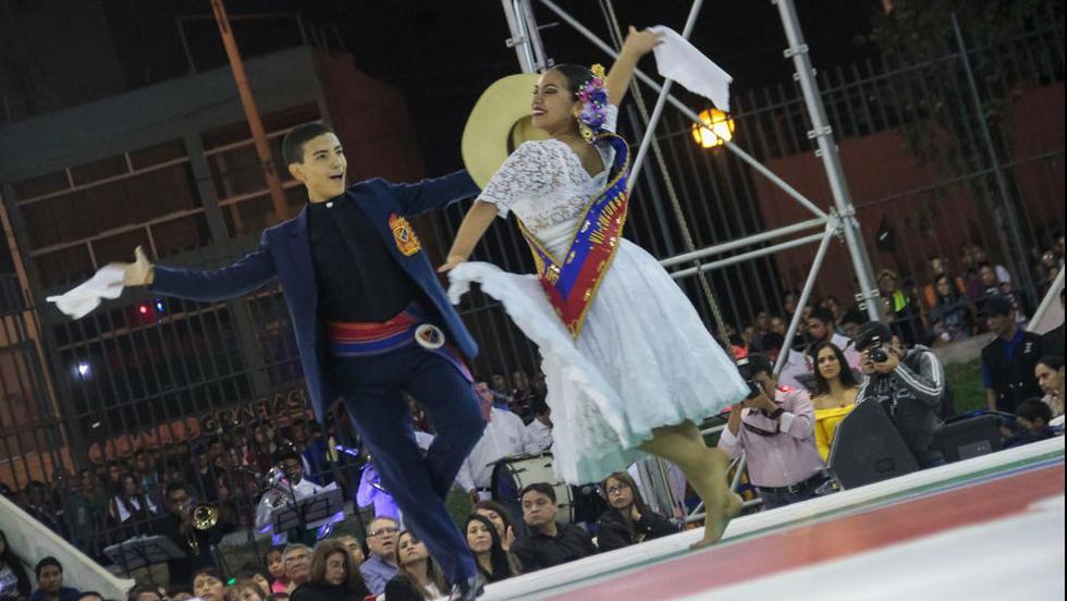 Más de 100 bailarines en escena, banda de músicos y campeones mundiales en el Festival de la Marinera de Plaza Norte.