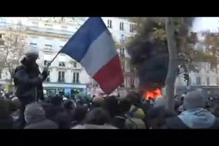 Choques entre manifestantes y policías en París en protestas contra ley de seguridad