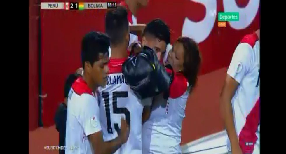 La mamá de Yuriel Celi y su hermano corrieron a celebrar con él el gol que anotó en el Perú vs. Bolivia por el Sudamericano Sub-17-