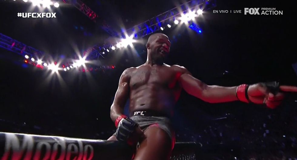 Regreso a lo grande de Jon Jones. (Captura TV)