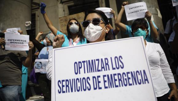 Un grupo de enfermeras y técnicos realizaron plantón frente al Hospital Loayza exigiendo mejores condiciones laborales. (Foto:Joel Alonzo/GEC)