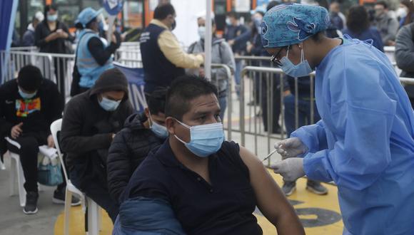 Actualmente también se vacuna contra el COVID-19 en la estación Naranjal del Metropolitano. (Foto: GEC)