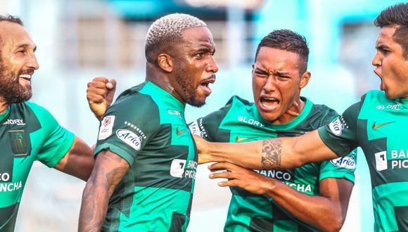 Carlos Bustos busca posición ideal a Jefferson Farfán (Foto : Liga 1)