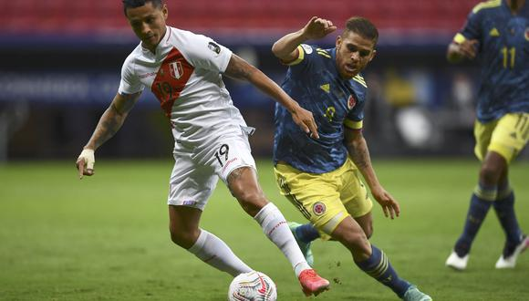 Peru's Yoshimar Yotun (L) and Colombia's Gustavo Cuellar vie for the ball during their Conmebol 2021 Copa America football tournament third-place match at the Mane Garrincha Stadium in Brasilia, Brazil, on July 9, 2021. (Photo by EVARISTO SA / AFP)