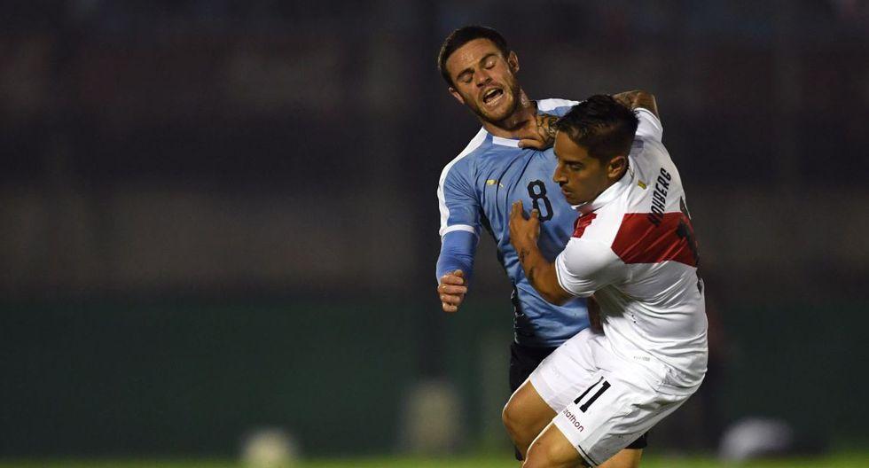 Hohberg bailó y ridiculizó a Cáceres, y recibió patada que lo hizo volar en el Perú vs Uruguay