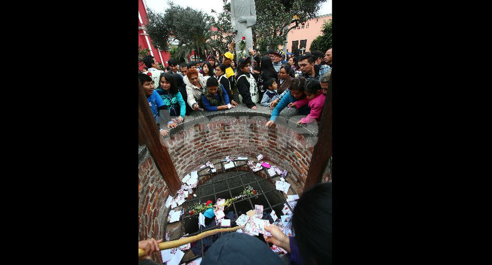 Miles pideron deseos a Santa Rosa de Lima. (foto: Isabel Medina / Trome)