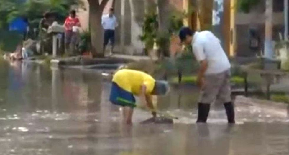 Nuevo aniego por rotura de tubería inunda varias casas en Canto Rey. Foto: Captura de AVT Noticias