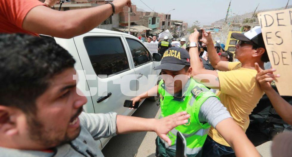 Disturbios en cementerio por familiares de senderistas que protestaron por demolición de mausoleo terrorista. Foto: Lino Chipana