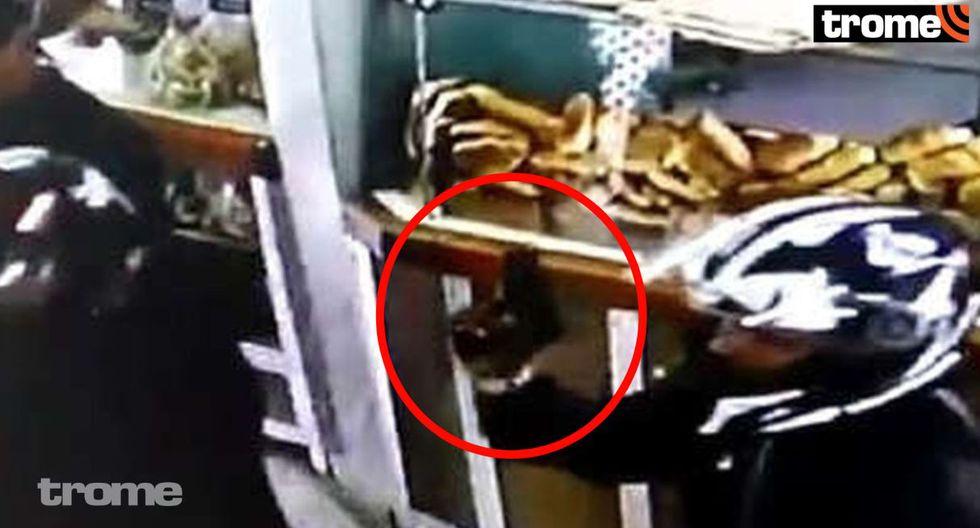 ¡Pánico en Lince! Capturan a dos marcas que ingresaron a panadería y robaron 15 mil soles a un hombre