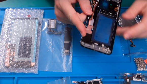 Quiso crear un Samsung Galaxy S10+ comprando piezas en mercado chino. No creerás cómo terminó. (Foto: YouTube)