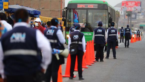 Fiscalizadores de la ATU se desplegaron en diversos paraderos de Lima y Callao para poner orden durante el paro de transportistas. (Foto: Hugo Curotto / @photo.gec)